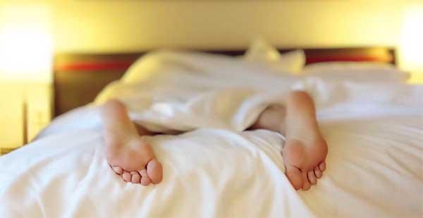 Dormir avec des lentilles de nuit